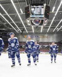 Leksands spelarna tackar fansen.  Foto: Daniel Eriksson / BILDBYRÅN