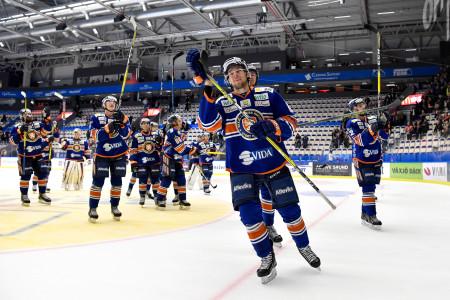 Robert Rosén och Växjö Lakers tackar publiken. Foto: Jonas Ljungdahl / BILDBYRÅN