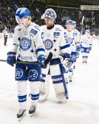 Leksands Simon Norberg och måŒlvakt Frans Tuohimaa  ser nedstŠmda ut.  Foto: Kenta Jšönsson / BILDBYRÅN