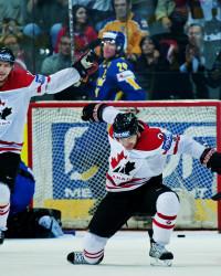 Derek Roy, Kanada, jublar efter att ha gjort 3-0. Foto: Bildbyrån