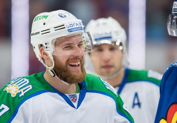 Linus Omark i KHL-klubben  Salavat Ufa.Foto: Jussi Eskola / Bildbyrån